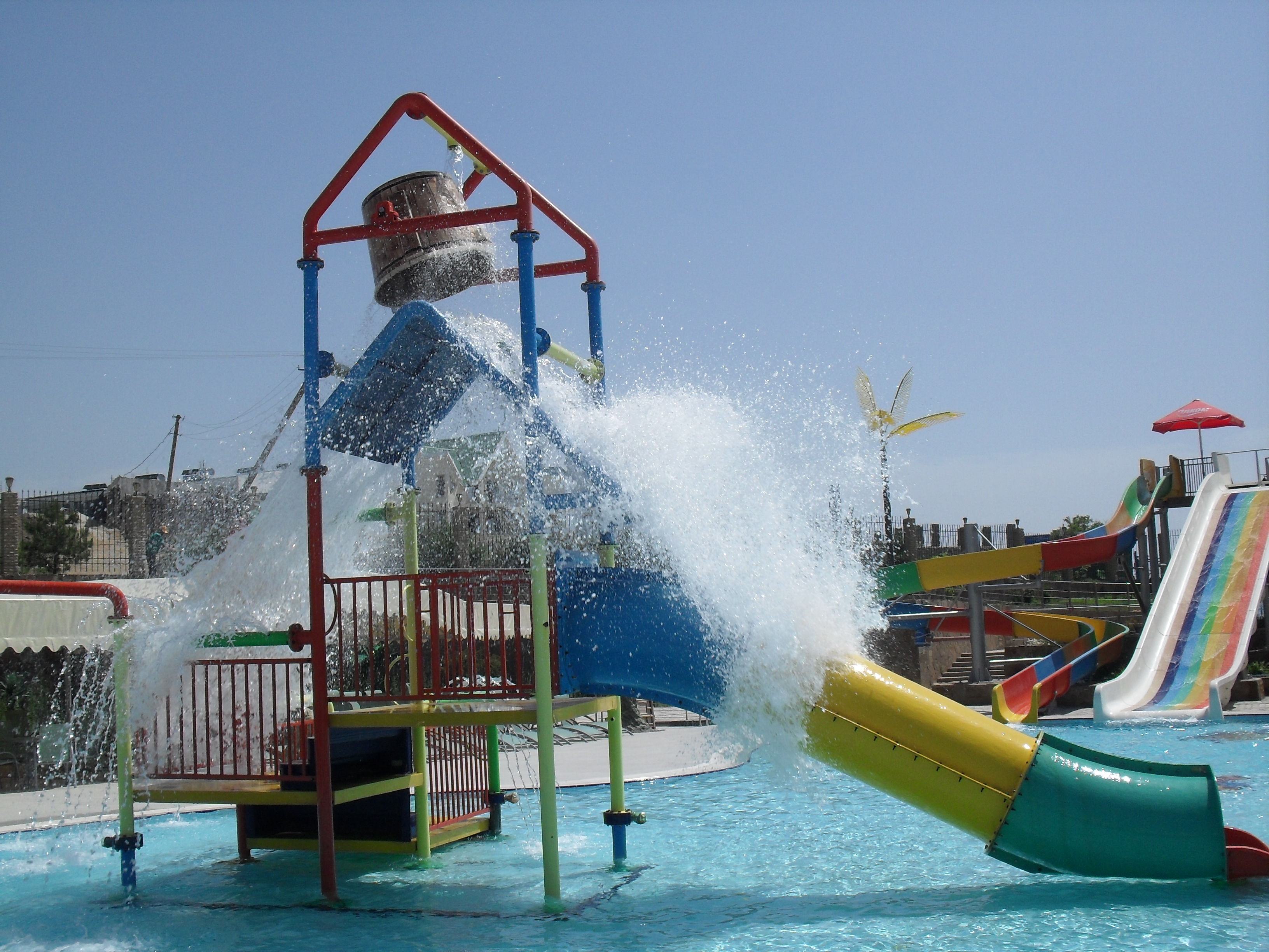 https://aquapark-koktebel.ru/wp-content/uploads/2020/04/Dom-na-vode.jpg