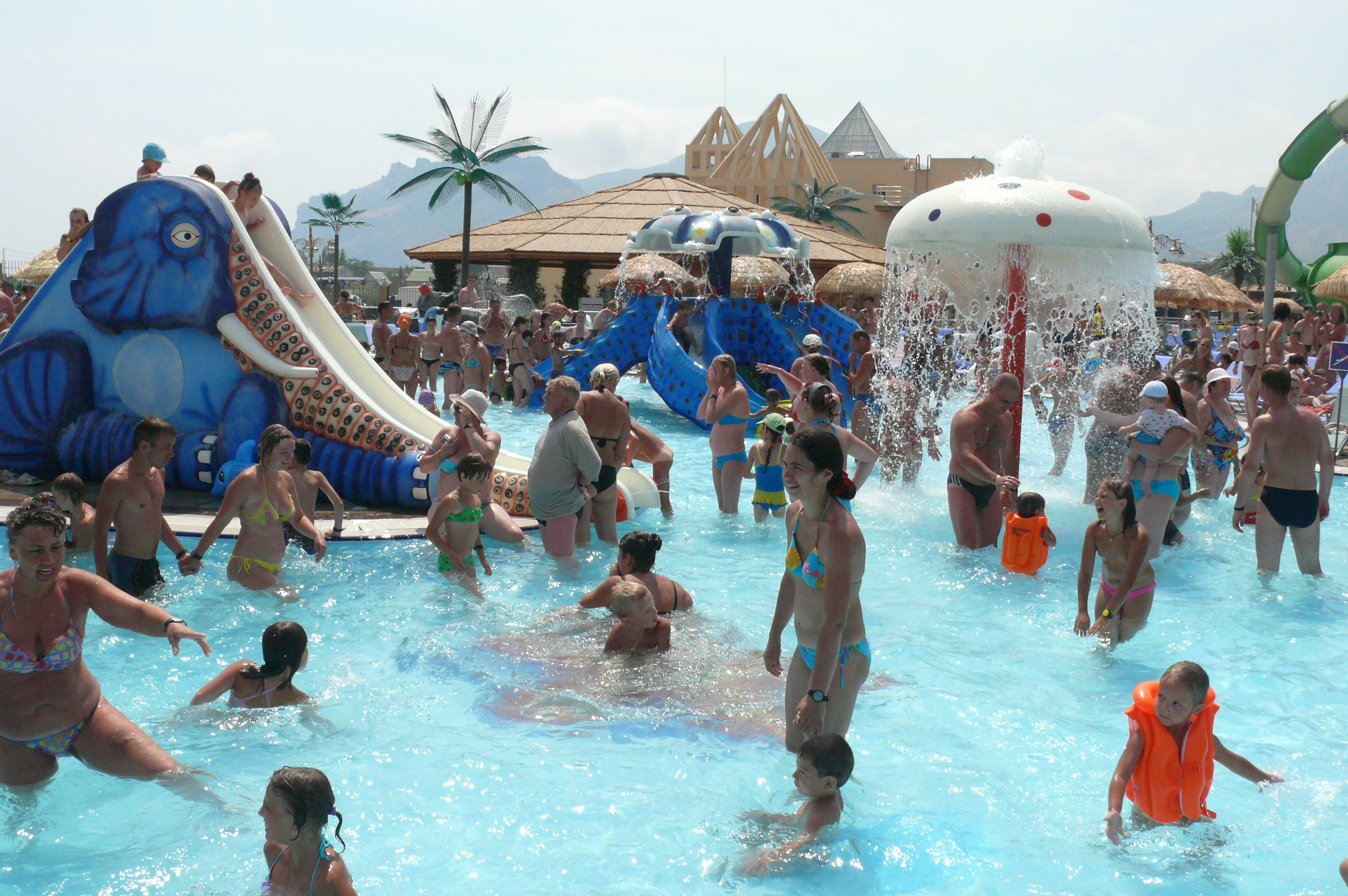 https://aquapark-koktebel.ru/wp-content/uploads/2020/04/malye-gorki.jpg